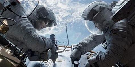 ulasan film jumanji pergulatan antara hidup mati di luar angkasa dalam