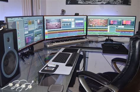 computer desk for 3 monitors three lg uc 97 34 quot curved lcd monitors in eyefinity