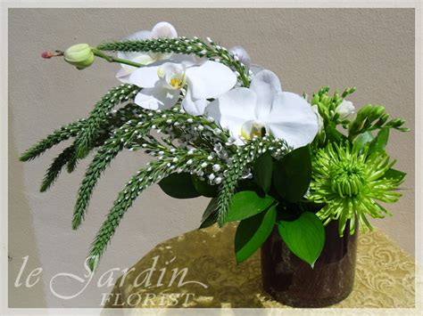 white flowers florist palm gardens 561 627 8118