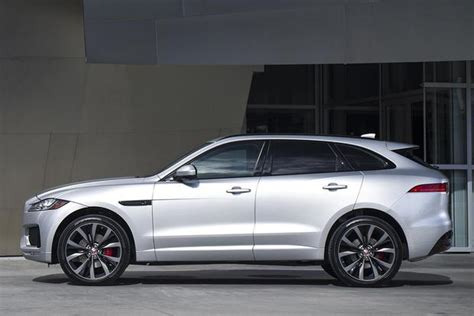 2017 Jaguar F Pace Vs 2017 Porsche Macan Which Is Better