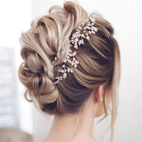 bridal hairstyle for your wedding day