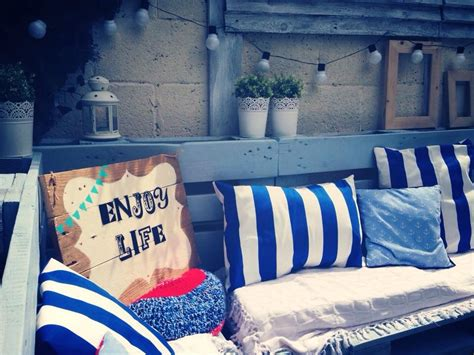 Livaza Wall Decor Be Happy garden furniture set and corner sign pallet ideas
