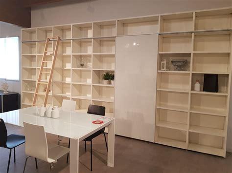 libreria scaletta libreria scorrevole con scaletta lema