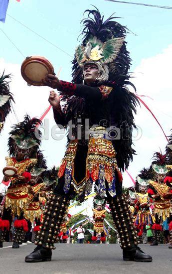 Mahkota Crown Bulu Warna Warni info boyolali bylfoto tiba di boyolali iwan fals