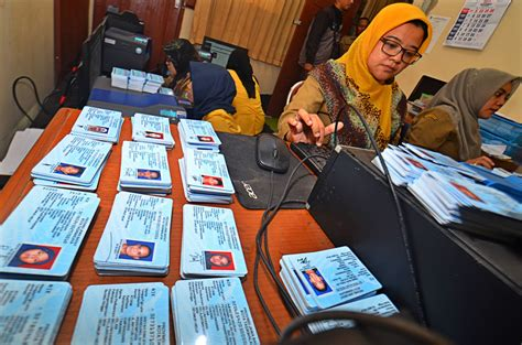 Printer Jambi 30 000 e id forms provided for jambi national the jakarta post