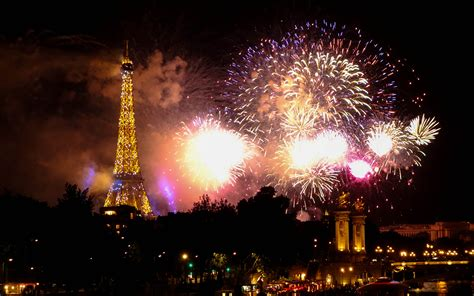 download film eiffel i m in love part 2 eiffel tower tower paris night fireworks hd wallpaper