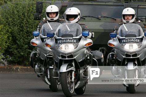 Bundeswehr Motorrad Kaufen by Feldj 228 Ger Der Bundeswehr Auf Bmw Motorr 228 Dern