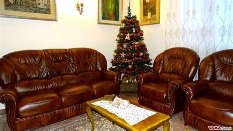 divani e poltrone in pelle divano in pelle con schienale alto e braccioli in legno
