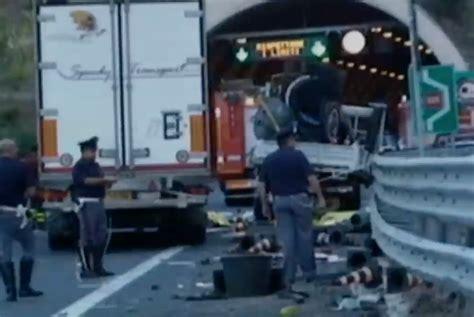 anas spa sede legale tragedia in autostrada tre operai dell anas travolti e