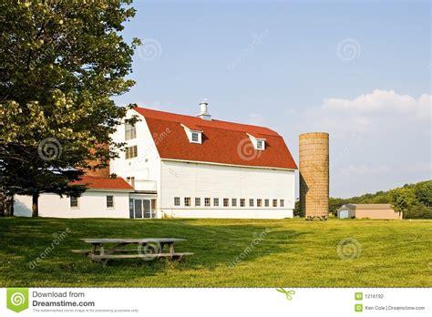Gambrel Barn Plans grange avec le toit et le silo de gambrel photographie