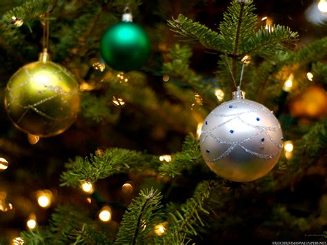 christmas tree ornaments wallpaper 1600x1200 26309