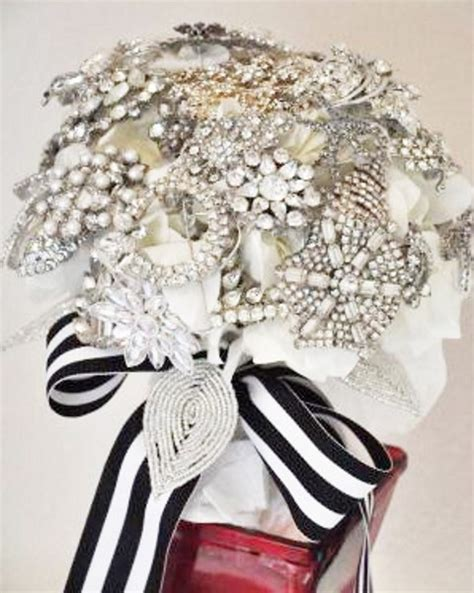 wedding bouquets you can make 13 diy brooch wedding bouquets that you can make