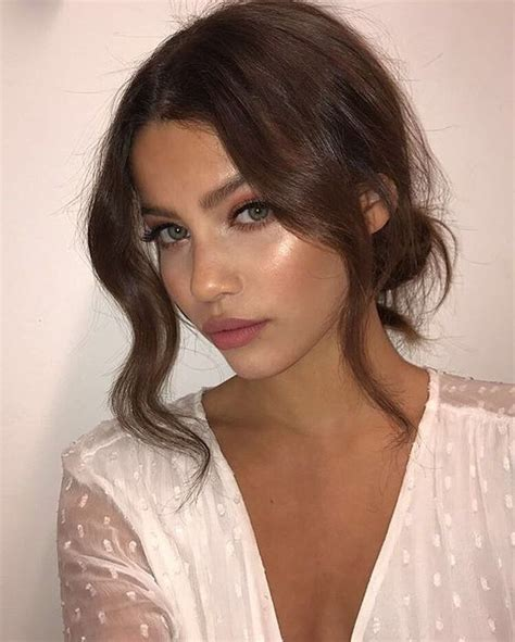 good hairstyle to highlight cheekbones good hairstyle to highlight cheekbones best 25 high