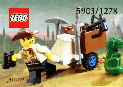 LEGO Adventurers Dino Island Johnny Thunder and Baby T Set