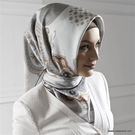 style why do muslim wear scarves