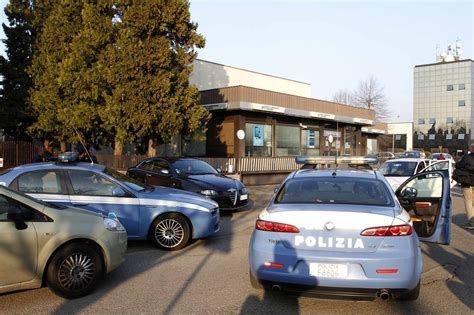 banco san geminiano reggio emilia rapina al san geminiano la polizia irrompe in e