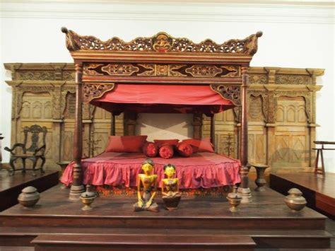 Tempat Tidur Raja bangunan museum peninggalan kolonial belanda foto