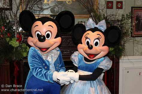 3d Hiding Mickey Dan Minni Mouse meeting mickey and minnie mouse flickr photo