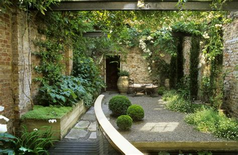 small gardens small garden inspiration on pinterest small gardens