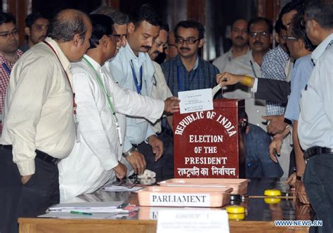 Presidential Election In India 2012 Essay by Supporters Of Indian Newly Elected President Celebrate Victory China Org Cn