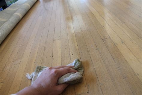 DIY Wood Floor Polish   spick and span (cleaners
