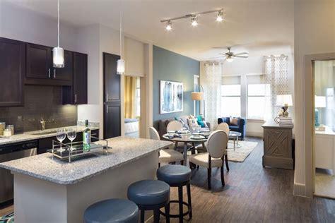 huge 2 bedroom garage apartment in energy corridor apartments in energy corridor district at memorial