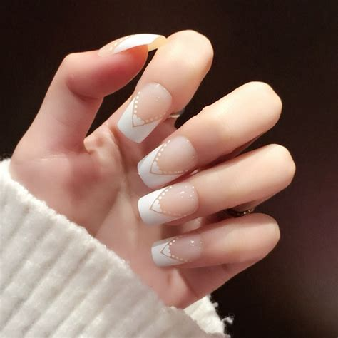 imagenes muñecas negras witte platte franse nagels hart hoek beige lady nep nagels