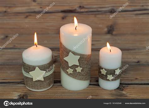 immagini candele natale decorazioni candele di natale come decorazione della casa foto stock