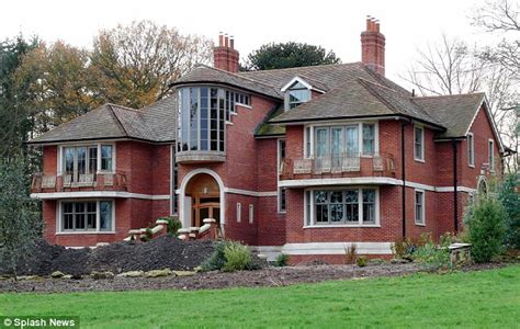 tom cruise house tom cruise puts west sussex estate up for sale as star