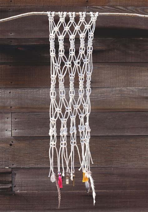 Free Macrame Projects - how to macrame and create a wall hanging