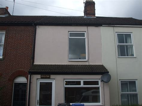 3 bed house terraced to rent livingston st norwich