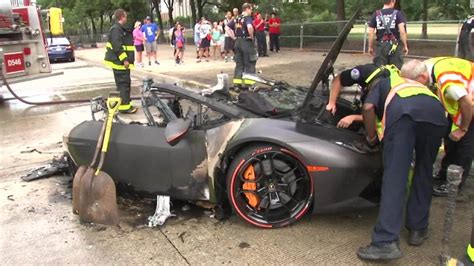 Lamborghini Crashes Crash Splits Lamborghini In Two Cnn