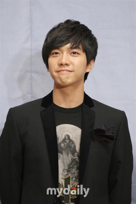 lee seung gi fan club lee seung gi fan club donating 12 million won to welcome