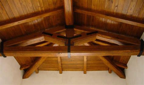 controsoffitti in legno rustici rivestimento controsoffitto travi in legno di castagno