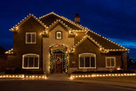 hanging christmas lights outside house lighting