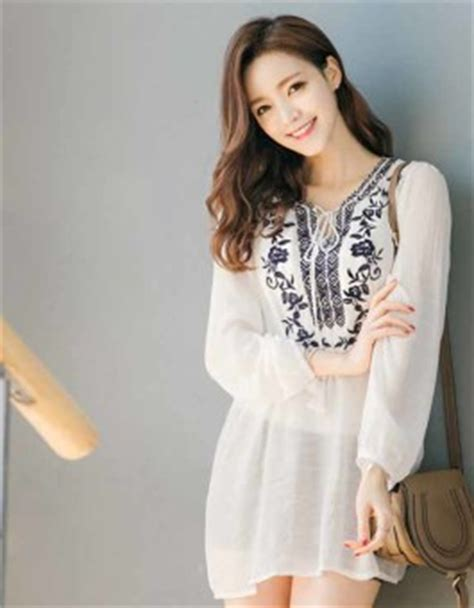 Atasan Putih baju atasan putih motif cantik modis jual model terbaru murah