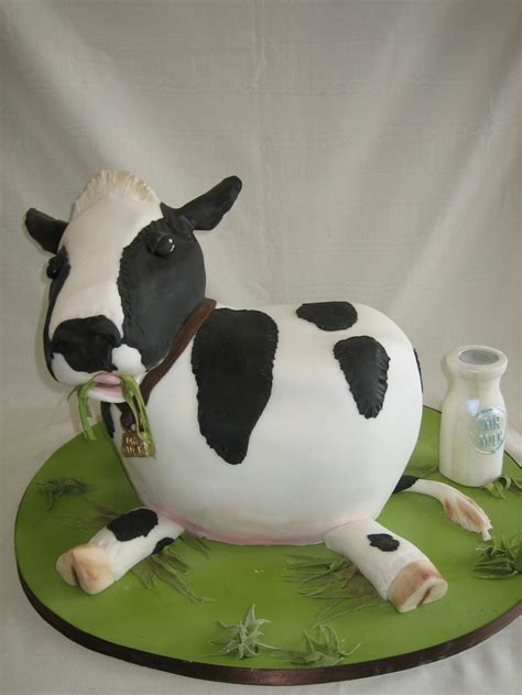 Amy Beck Cake Design   Chicago, IL   3D Happy cow birthday