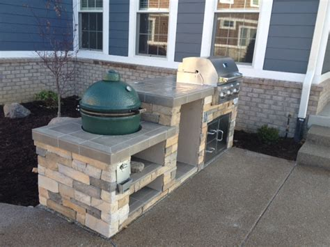 Big Green Egg Outdoor Kitchen by Outdoor Living Big Green Egg Smoker And Saber Grill