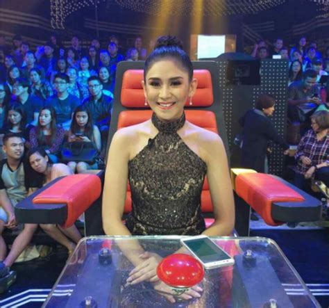 the voice philippines finale sarah geronimo and klarisse lea salonga says her tweet is not about sharon cuneta or