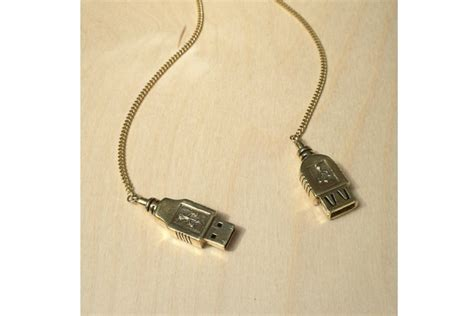 a usb necklace that s for s day