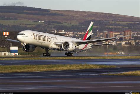 emirates glasgow a6 egv emirates airlines boeing 777 300er at glasgow