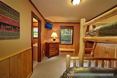 6 bedroom cabins in gatlinburg gatlinburg cabin smokies tower 6 bedroom sleeps 19