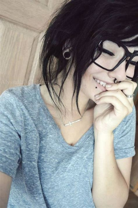 emo hairstyles with glasses these glasses are cuutte thinkinq about gettinq gauqes