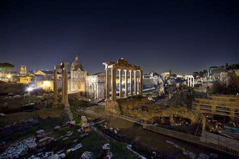 fori imperiali illuminati roma di notte foto nanopress viaggi
