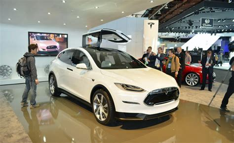 Tesla Wing Doors by Tesla Model X Falcon Wing Doors To See Production