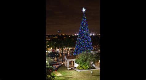 delray beach tree lighting 2017 100 foot tree delray beach south florida finds
