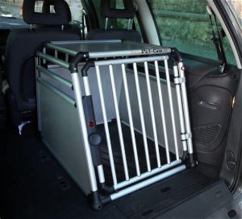 Hundere F Rs Auto Fressnapf by Pet Care Hundebox Setzt Neue Ma 223 St 228 Be Beim Hundetransport