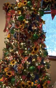 tablescaping sunflower and blue jean stocking christmas tree