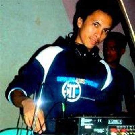 dj gibz remix mp3 download download lagu wavin flag dj rowel remix