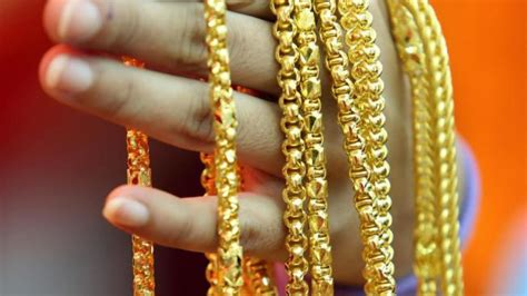 Gelang Hongkong 24k 1 170 Gram 2 mainland shoppers invest billions in gold south